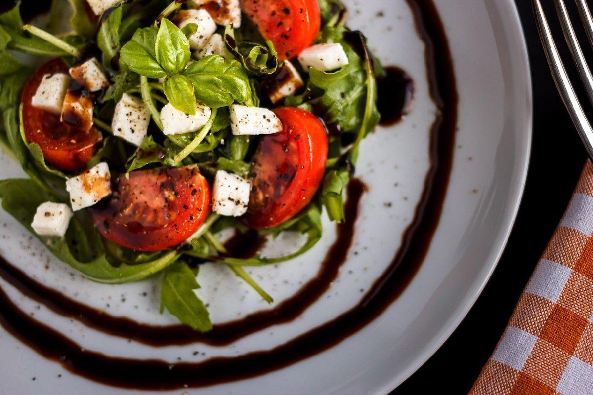 tomato-mozzarella-1589411_1280_Katja S. Verhoeven auf Pixabay
