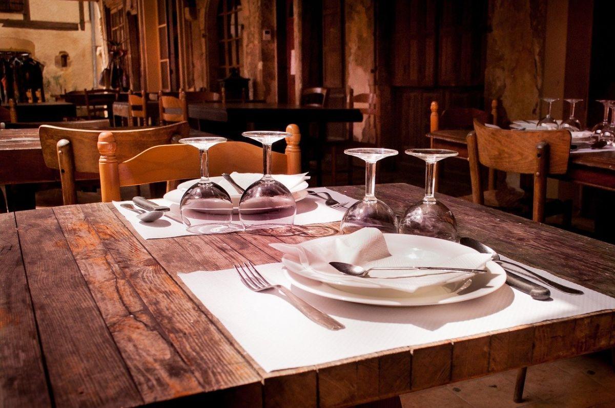 restaurant-winter-Rudy and Peter Skitterians auf Pixabay